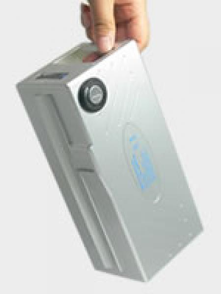 Battery can be installed and removed easily by using the easy-carrying handlebar.